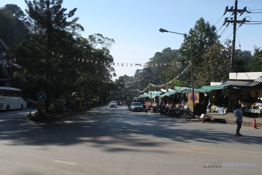素贴山上的街道