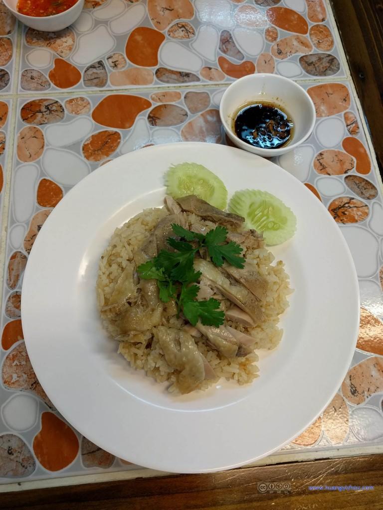 当天的早饭,在某华人华人餐厅里吃的鸡肉饭,50THB