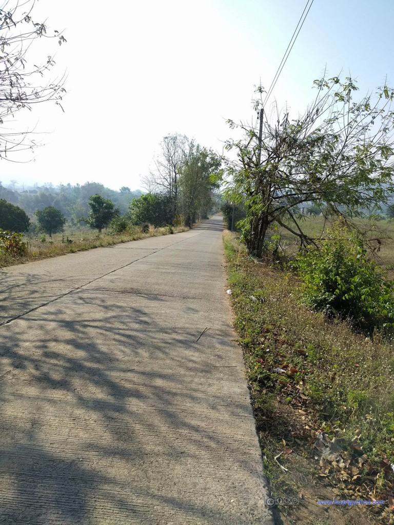 Pai县大环中非主路的部分,可以说在早上完全没有车