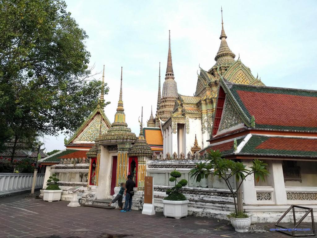 卧佛寺,西侧的小广场