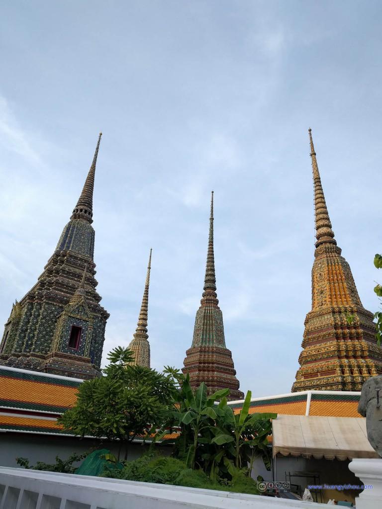 卧佛寺内的Phra Maha Chedi Si Rajakarn