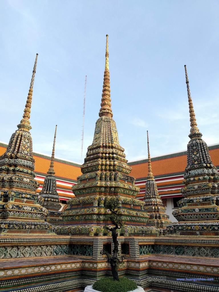卧佛寺内的五连Phra Chedi Rai