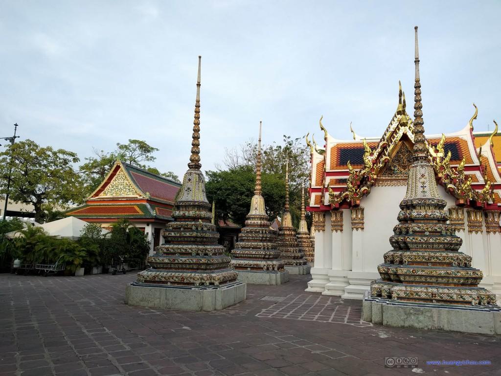 卧佛寺内的Phra Chedi Rai