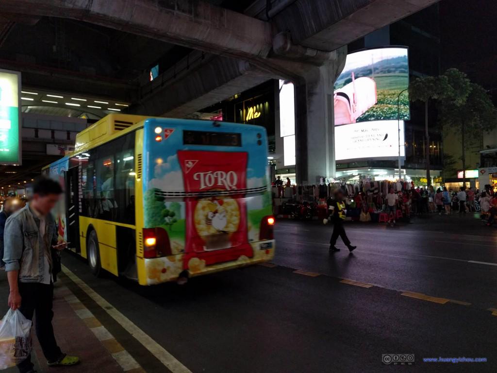 坐了这趟公交车到了曼谷的商业区