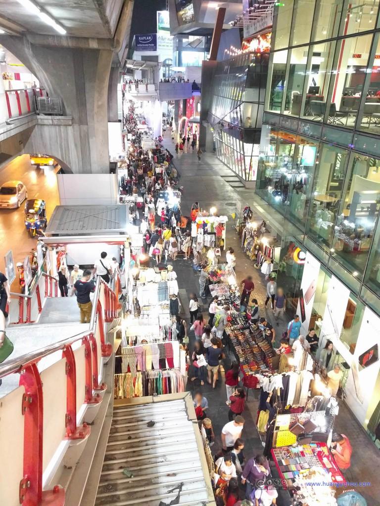 曼谷的商业区,百货大楼内外是购物的两种境界