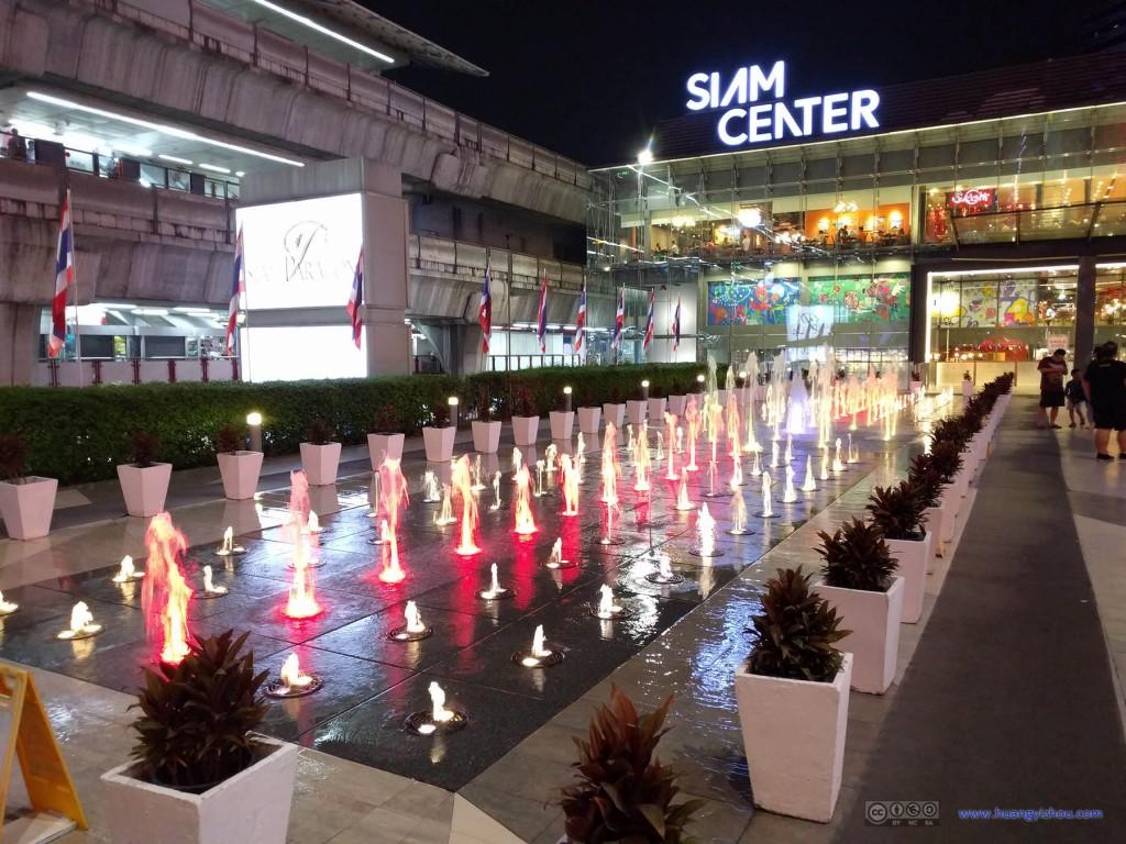 Siam Paragon外的喷泉表演