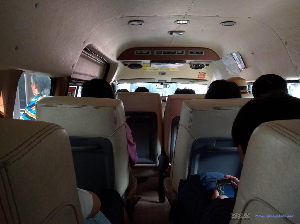 从Victory Memorial到大城的mini van,我们正好是最后上车的,所以没有怎么等就立即出发了