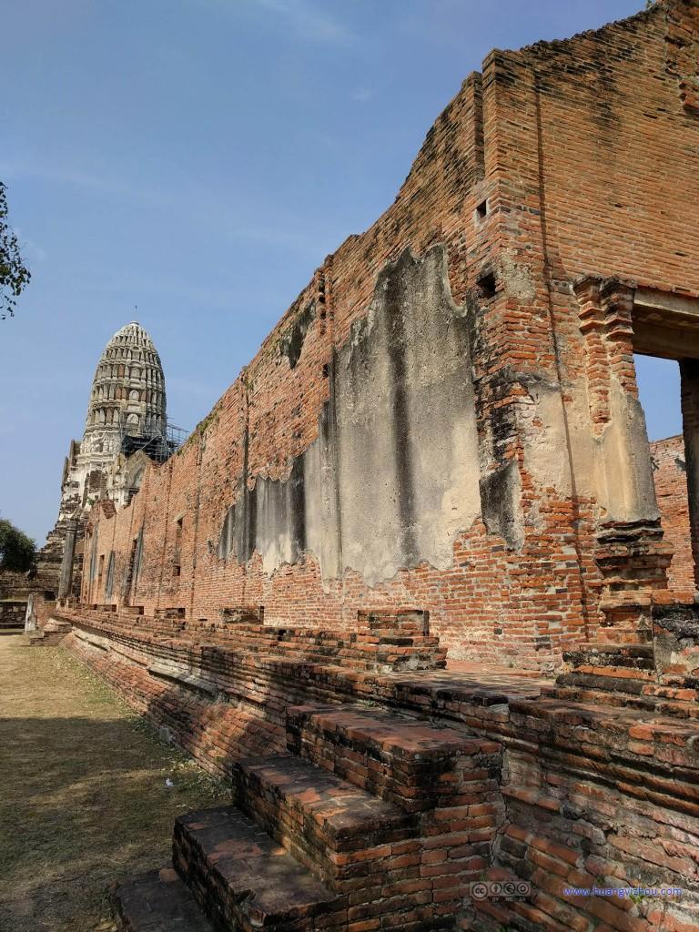 Wat Rat Praditthan,这应该是残留下来的主殿的墙壁