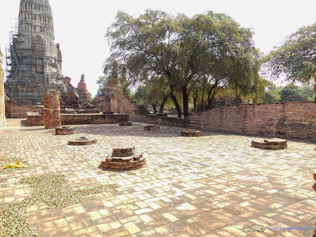 Wat Rat Praditthan,这里留下来的只有一些基柱了