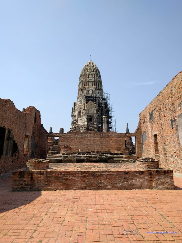Wat Rat Praditthan,从主殿的入口处望去