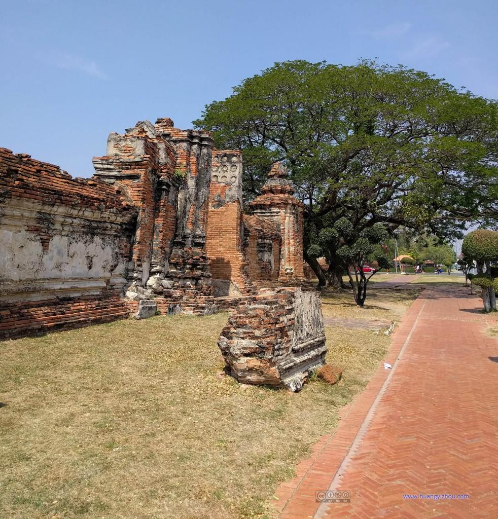 这是Wat Maha That的外围
