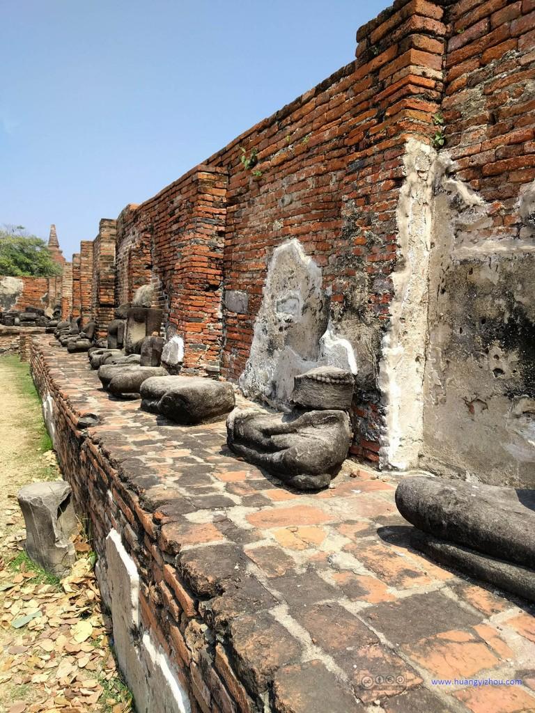 Wat Maha That,这应该曾经是一个充满佛像的回廊,和卧佛寺的差不多