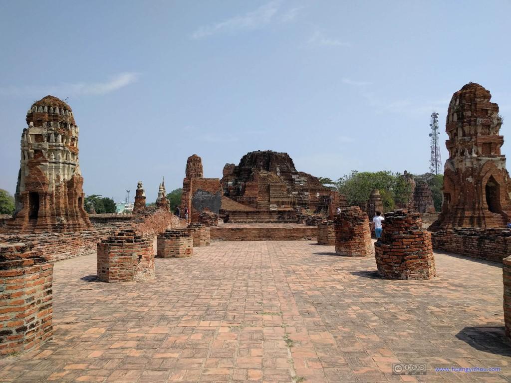 Wat Maha That,看来这个殿堂还可以留下一些柱基
