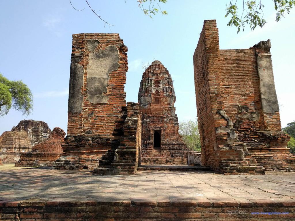 Wat Maha That,这原本应该是一个门洞,看样子右边的墙也快倒了