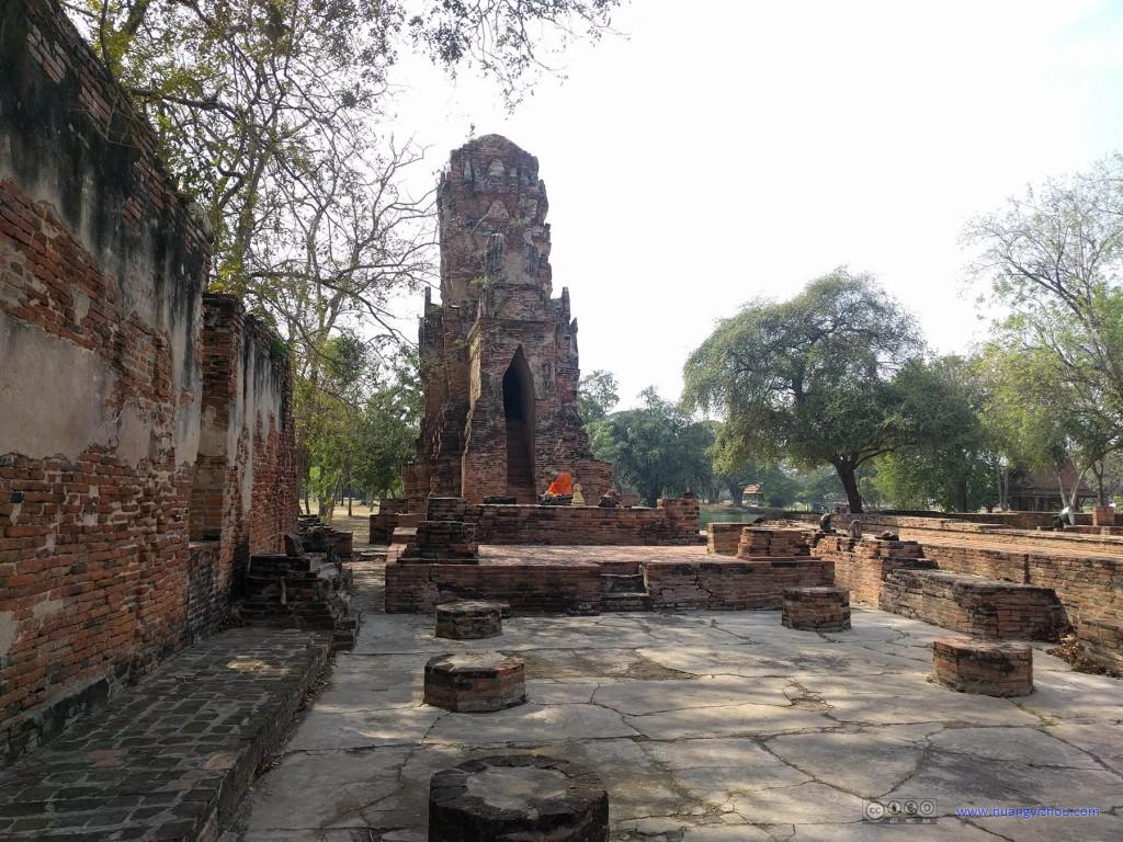 Wat Maha That售票区外也有一些建筑
