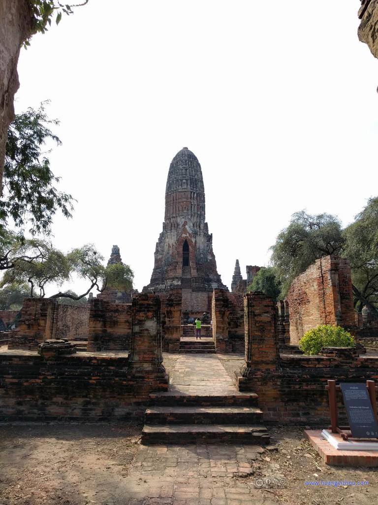 这是Wat Phra Ram的后门