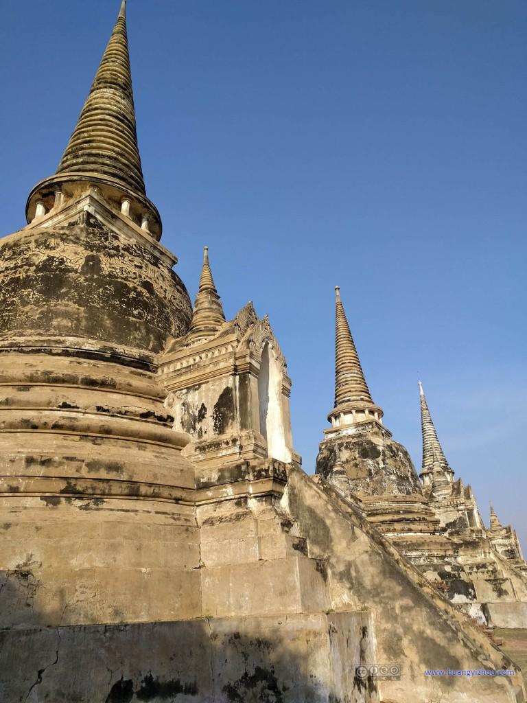 Wat Phra Si Sanphet内被修复的三座舍利塔