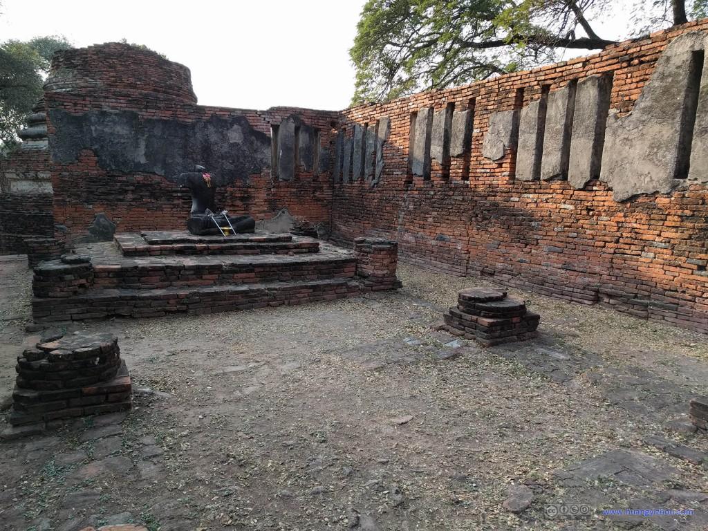 这是Wat Phra Si Sanphet北部众多屋宇中的一间