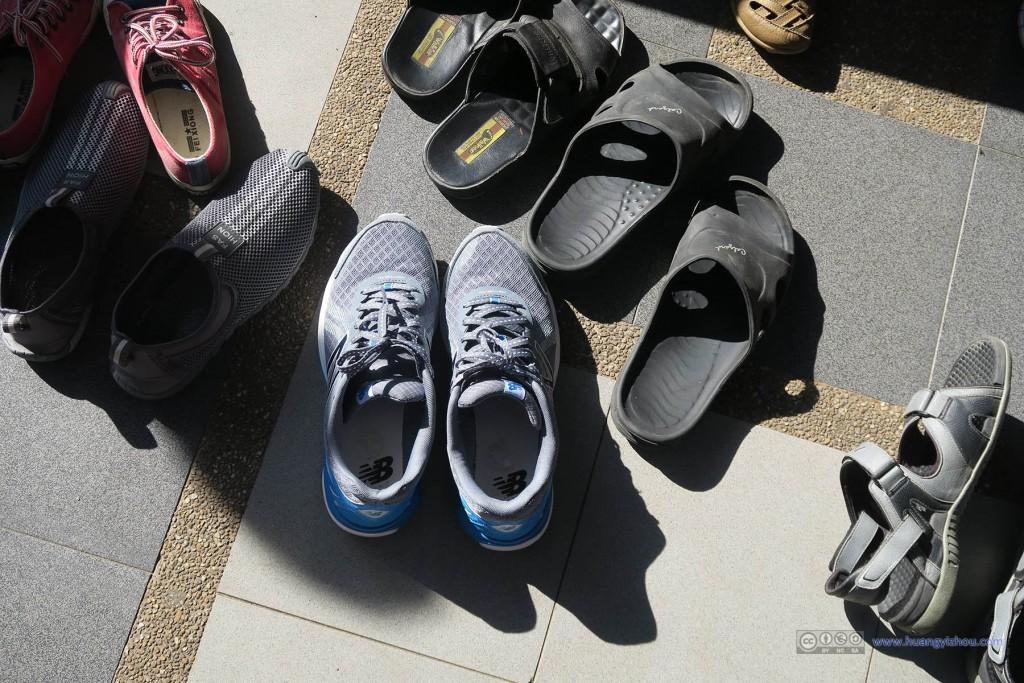 强制拖鞋的寺庙