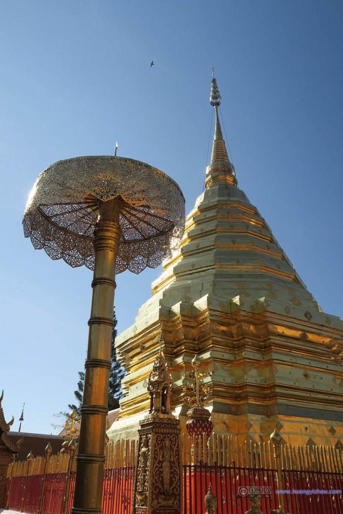 双龙寺绝对是比较有钱的寺庙(废话,皇家立的啊),清迈城里的寺庙很少有把塔保养得这么好的。