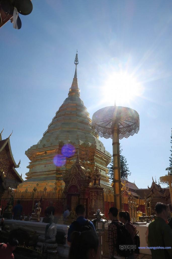 以及寺庙里的人不是一般的多,大半又都是中国旅游团