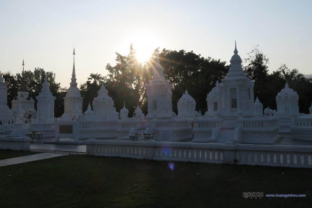 Wat Suan Dok里的白塔群