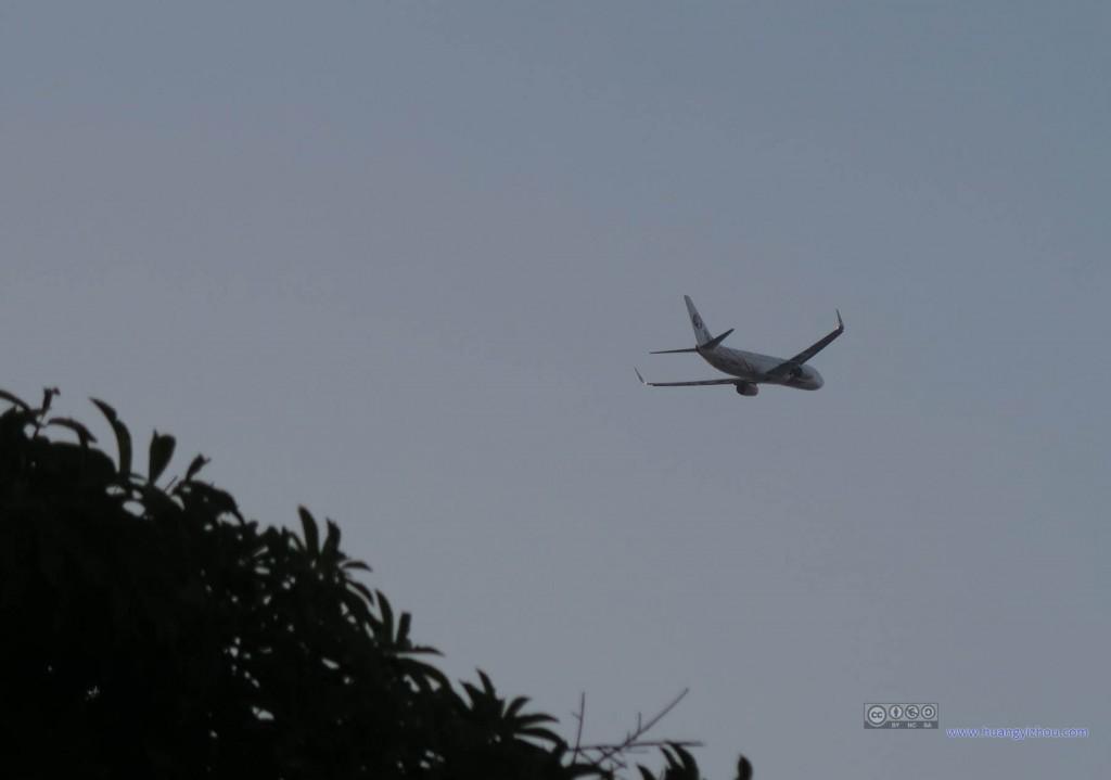 这里正好在清迈机场的北面,捡到一架起飞的东航