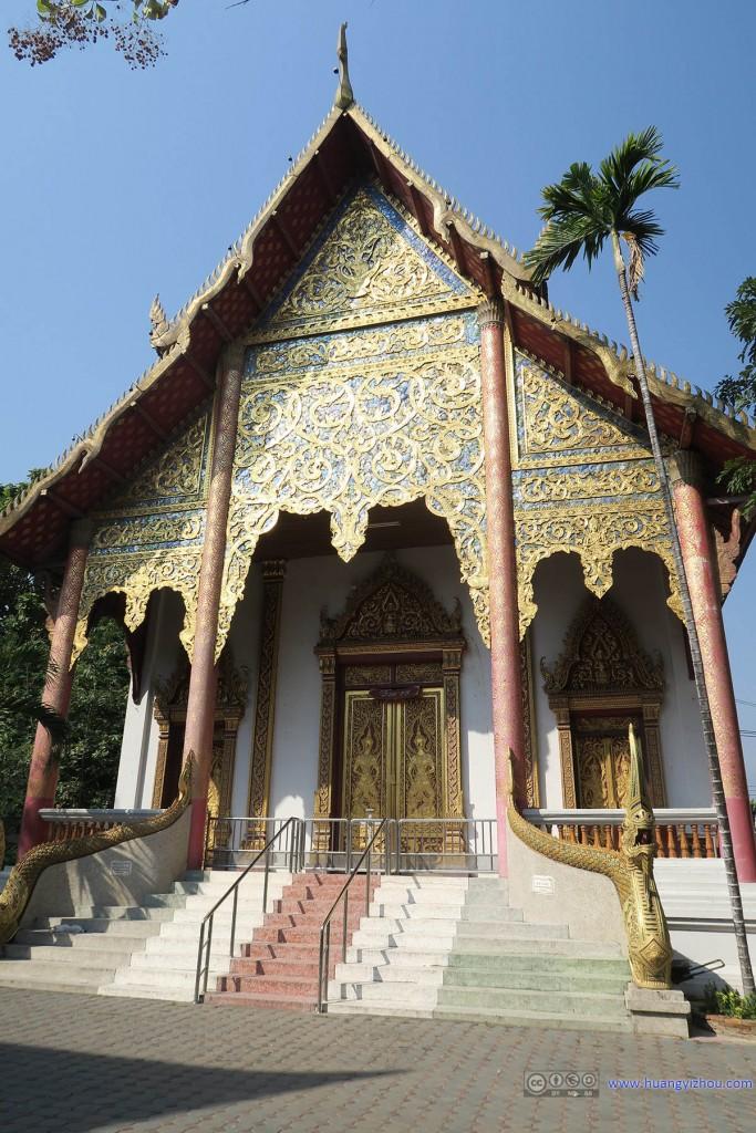 Wat Chai Si Phum,迎着清晨的阳光