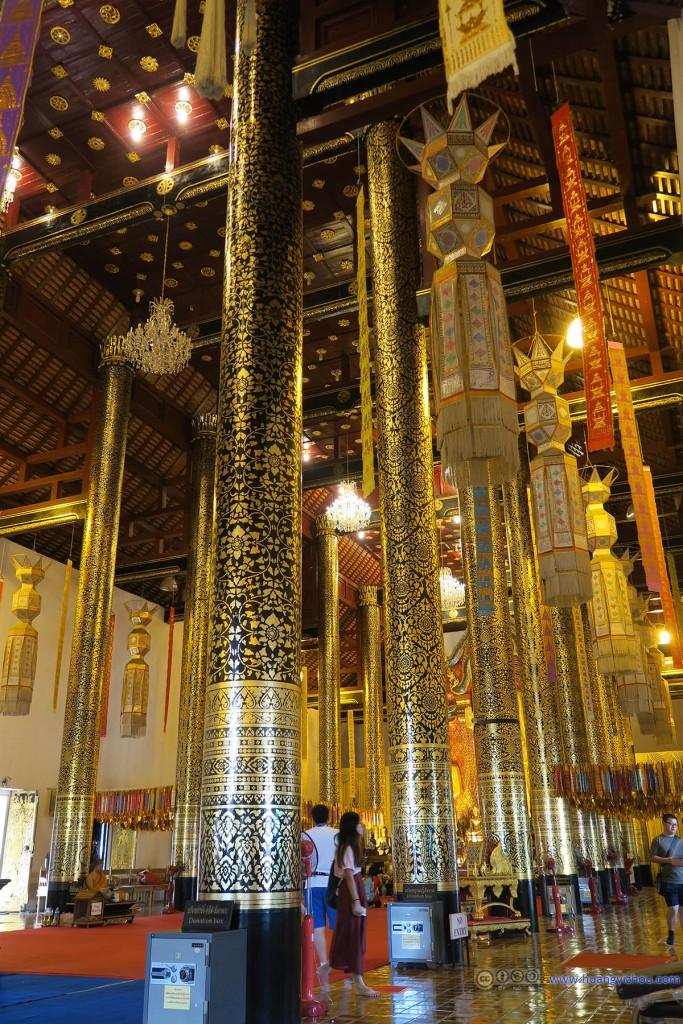 Wat Chedi Luang Worawihan,作为清迈城地段最好,(不知道是不是)最大的寺庙当然装修风格要豪华一点