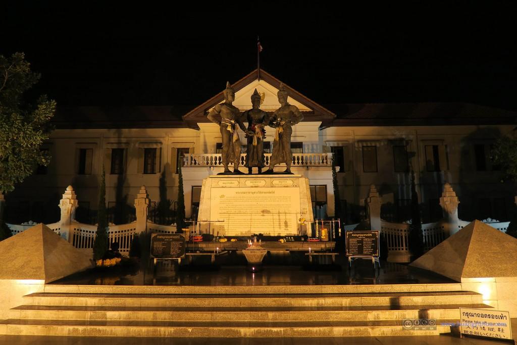 三王纪念碑,在夜晚无人之时