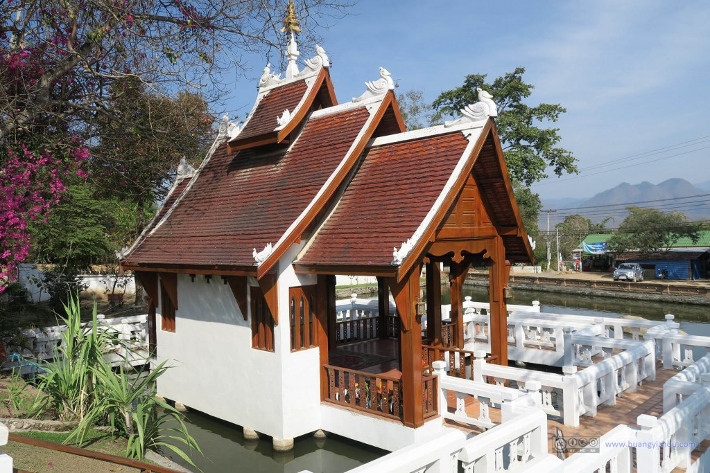 Wat Nam Hu的水上小屋