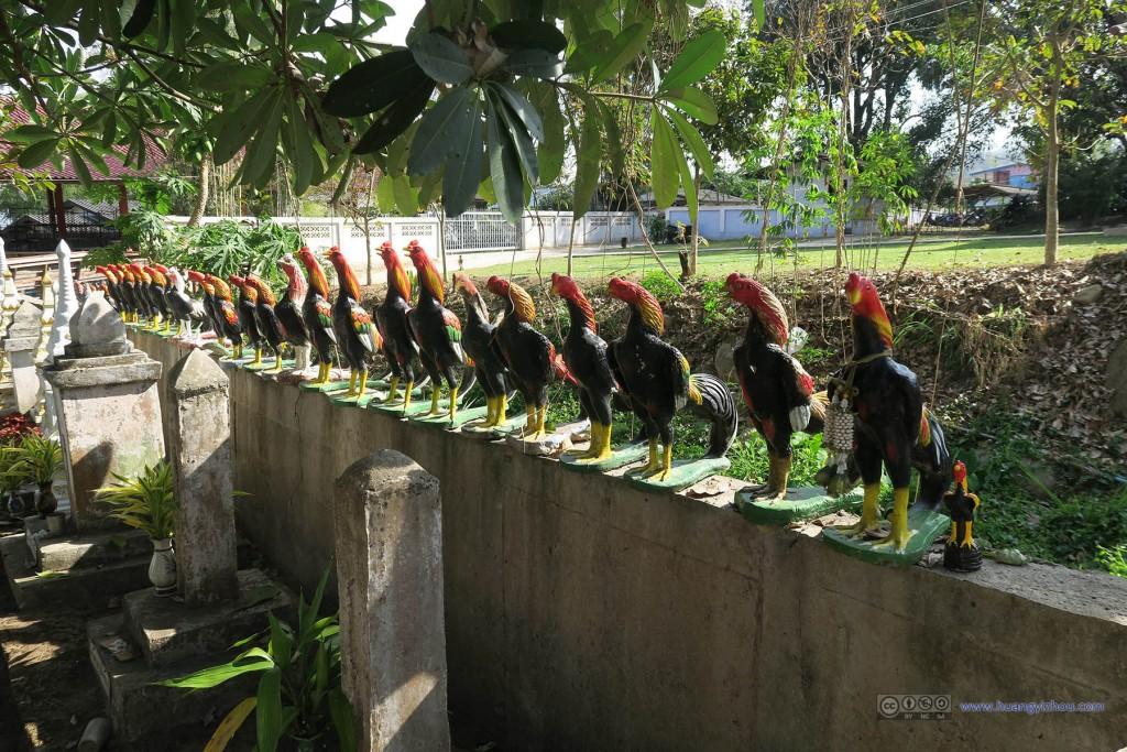 Wat Nam Hu,成列的鸡雕像