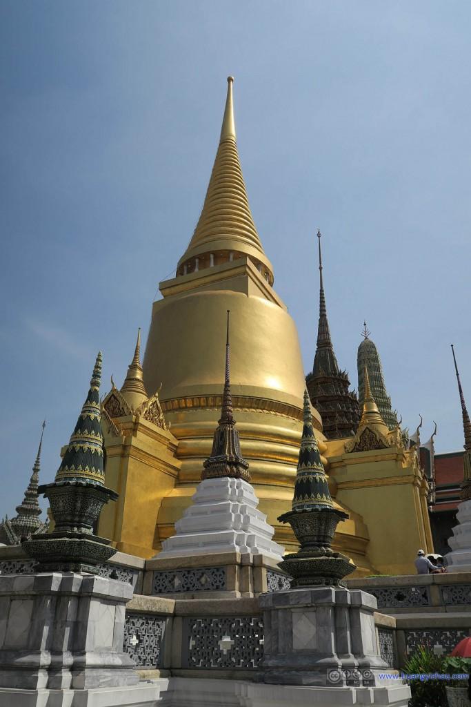 玉佛寺里的Phra Si Rattana Chedi