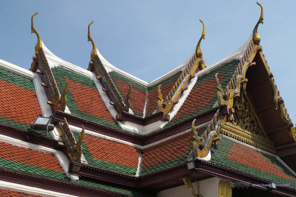 玉佛寺里,走廊的屋檐