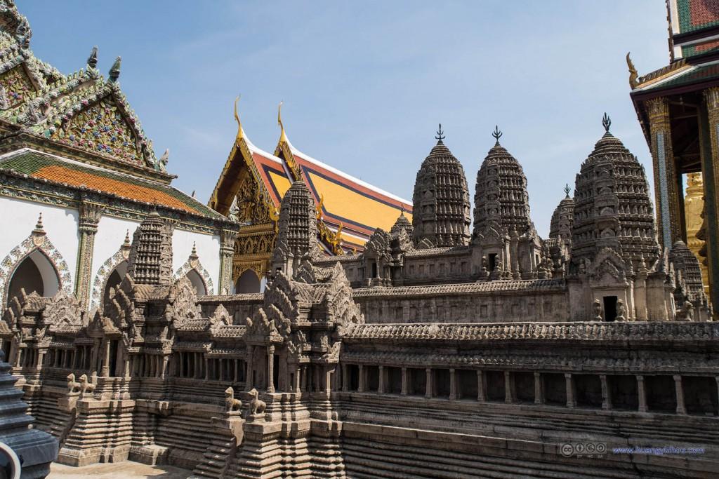 玉佛寺里吴哥窟的模型,用以强调泰国曾经对吴哥的统治