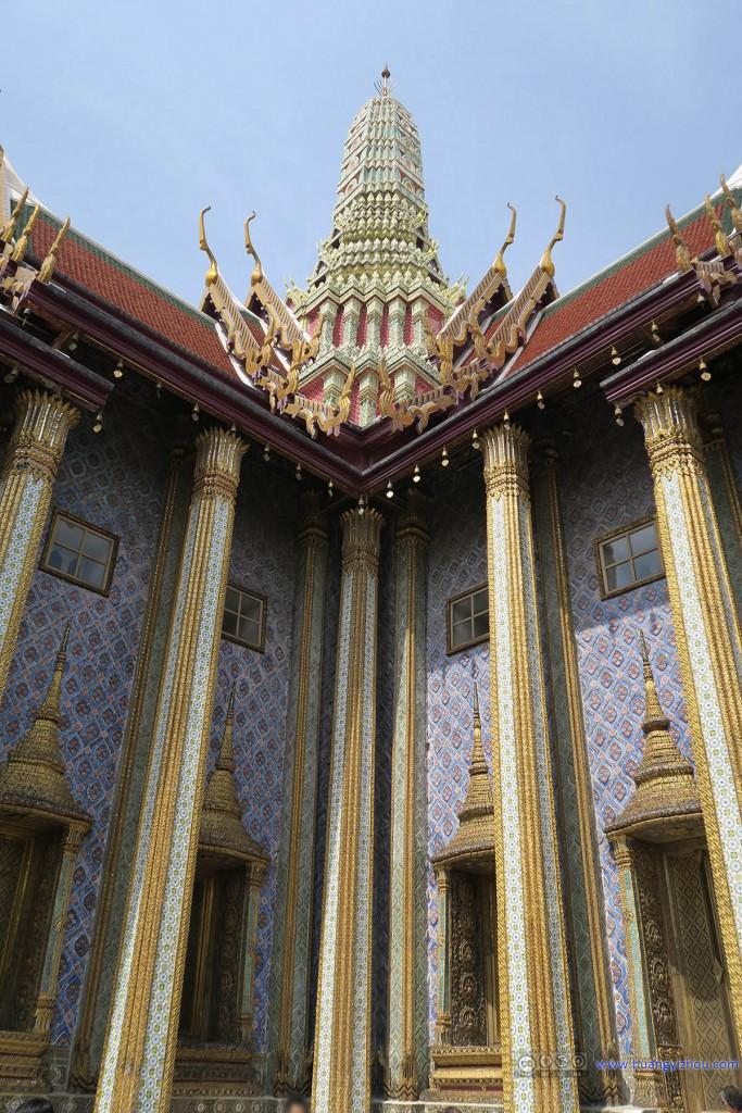 玉佛寺内,Prasat Phra Thep Bidon