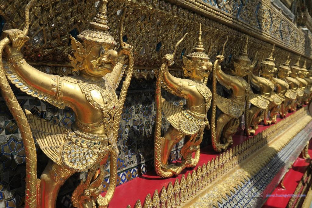 这应该是围绕玉佛寺主殿的人面鸟身兽
