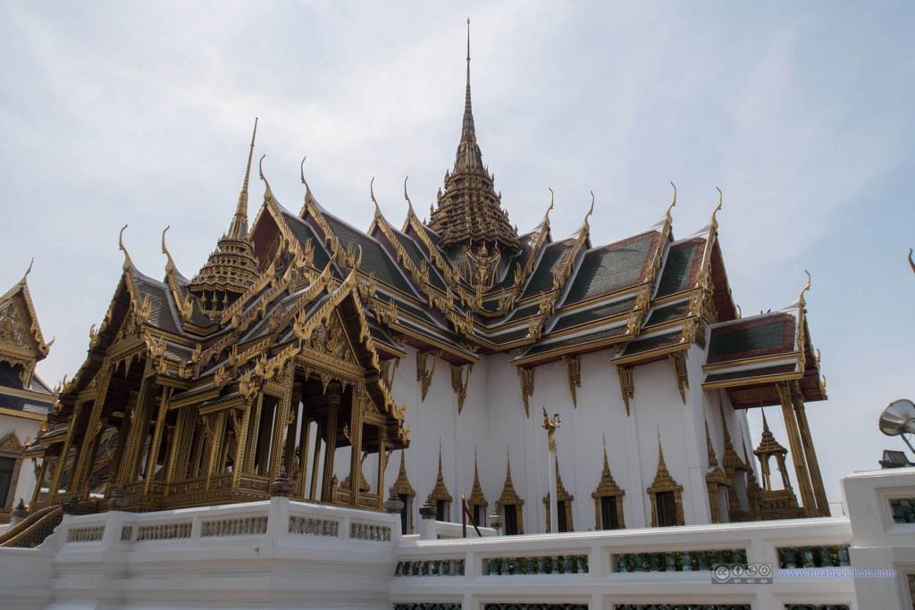 Phra Thinang Aphorn Phimok Prasat 和 Phra Thinang Dusit Maha Prasat