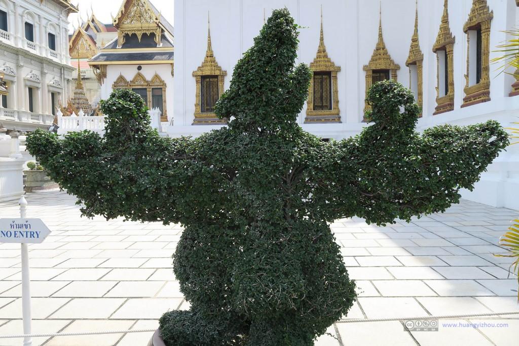 看到这个我立即想起了玉佛寺里面人面鸟身兽,是不是我想象力有点过于丰富?