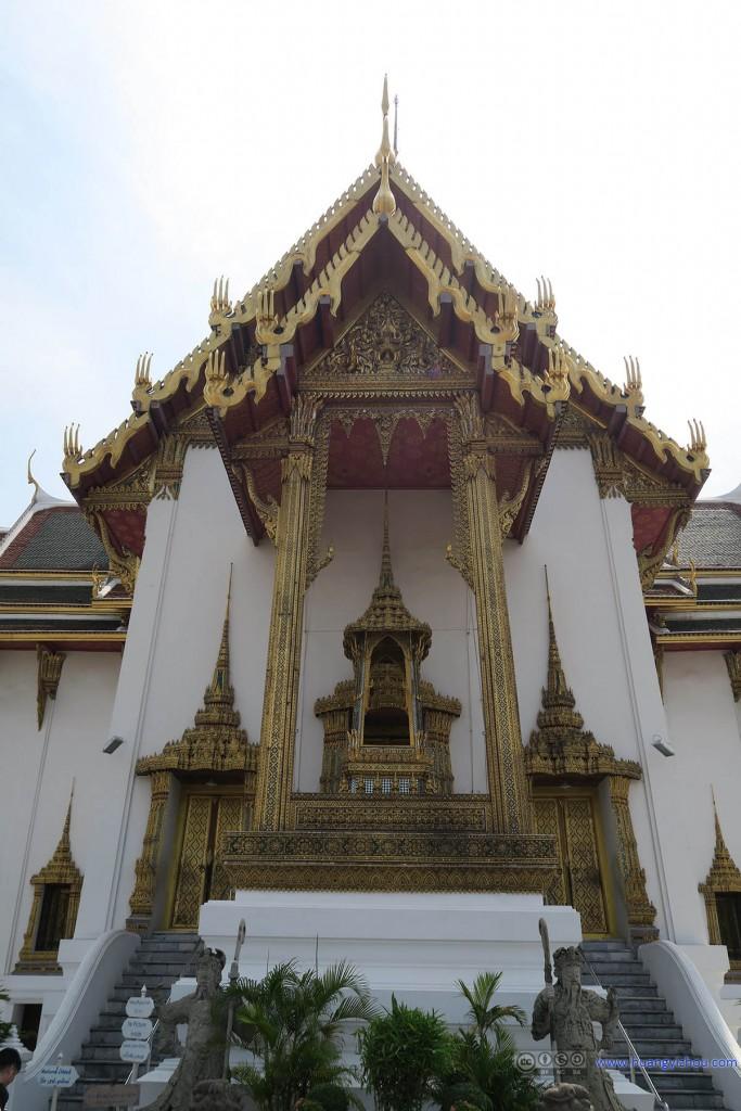 Phra Thinang Dusit Maha Prasat的大门