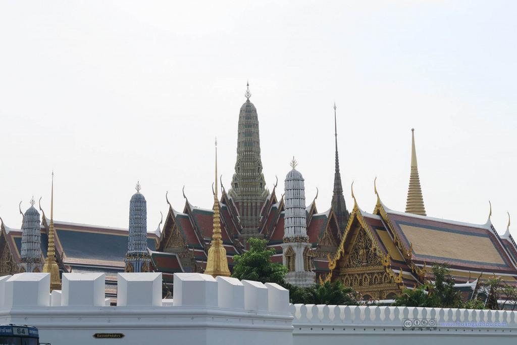 这是从围墙外面看大皇宫系列建筑