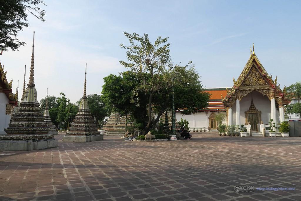 卧佛寺靠东侧的小广场,这里离入口较远,游客不太多