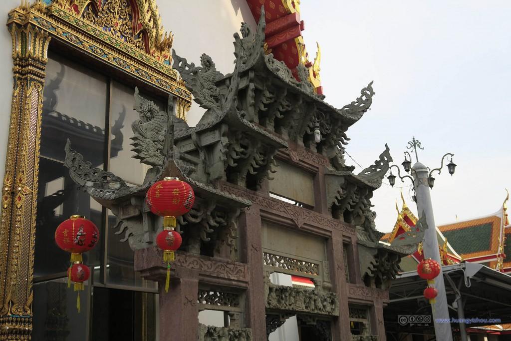 卧佛寺East Viharnn外侧,由于除夕的关系也挂满了灯笼