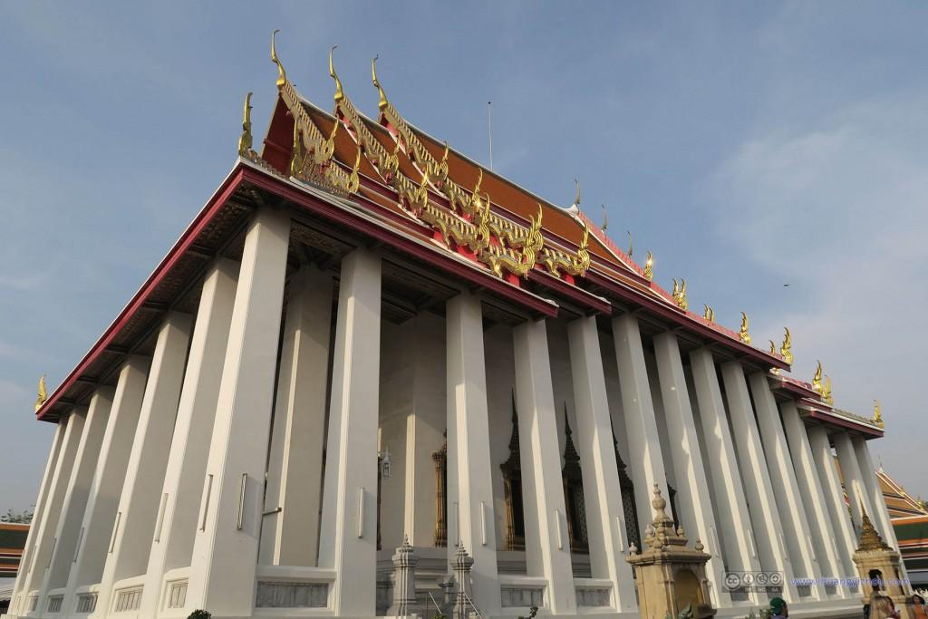 这个应该是卧佛寺主殿了