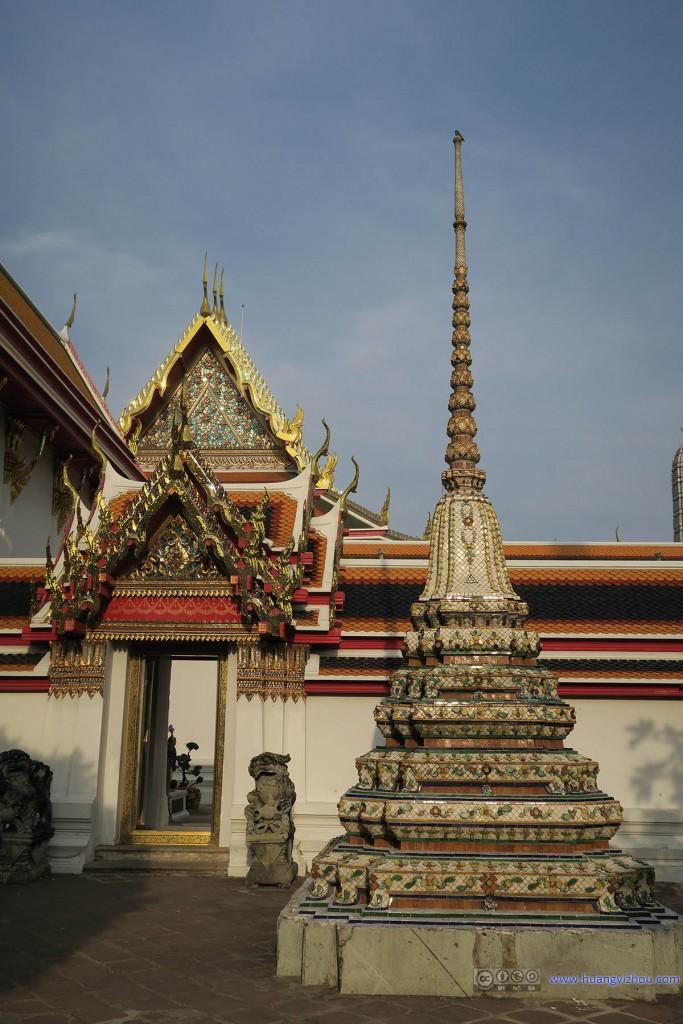 卧佛寺内,自西至东的通道