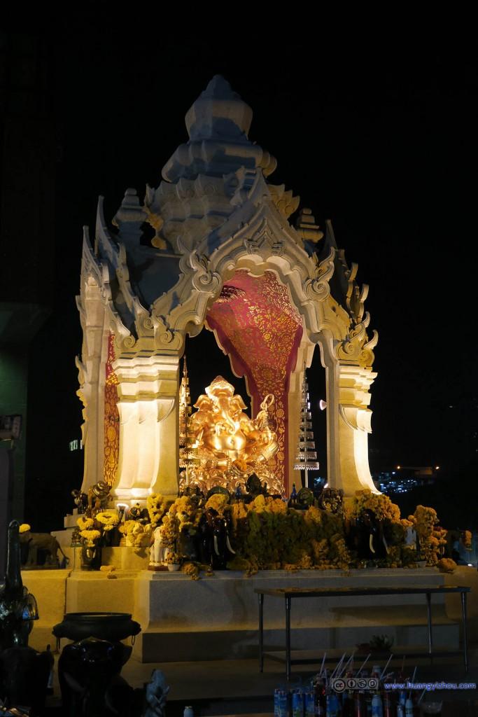 Central World商场前的佛像