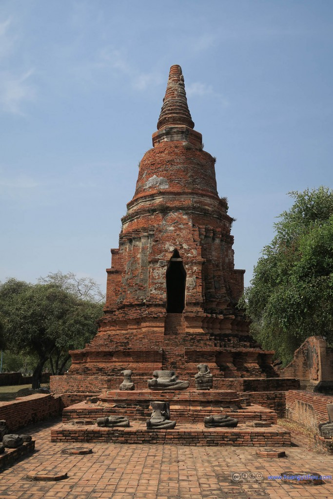 Wat Rat Praditthan,这里佛塔保存的还比较好,佛像就没有那么幸运了