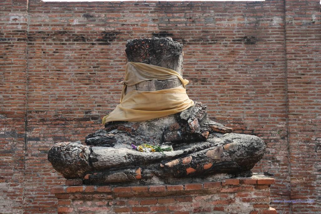 Wat Rat Praditthan,被破坏的佛像