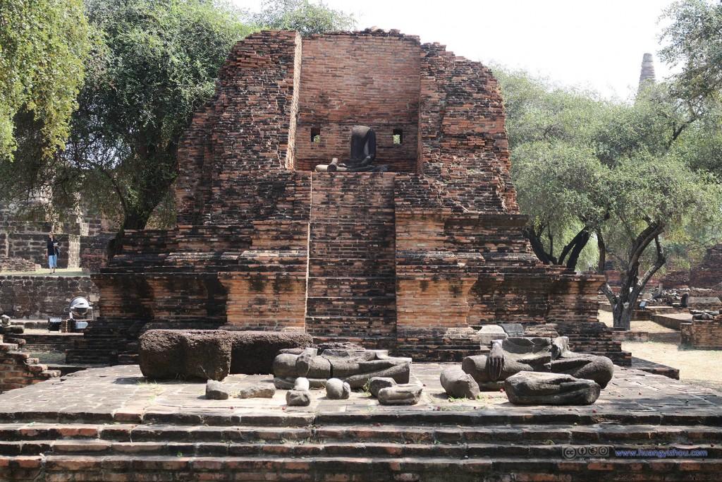 Wat Rat Praditthan,同样被文物盗贼破坏的佛像
