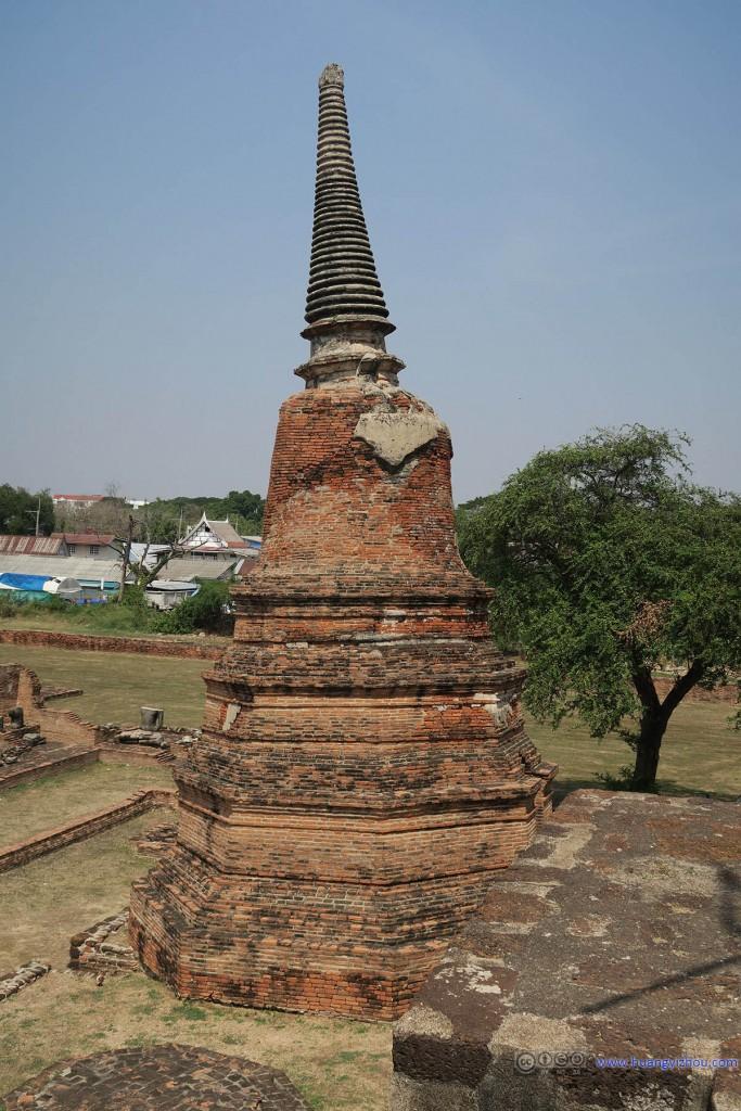 Wat Rat Praditthan,这个塔看来也有点风雨飘摇的感觉了